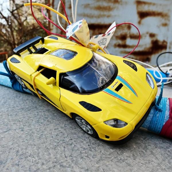Λαμπάδα με αγωνιστικό αυτοκινητάκι