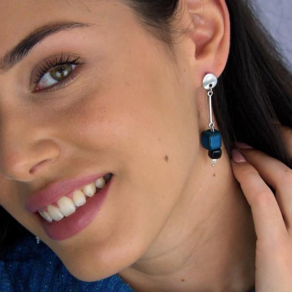 Μεσαία σκουλαρίκια με κεραμικούς κύβους και καλλιεργημένα μαργαριτάρια